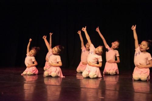 "2019 Silk Road Dance Festival Children dance""watermelon"""