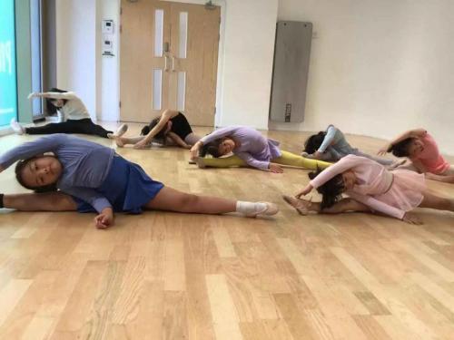 Chinese dance technique class